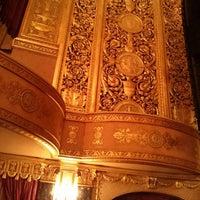 3/3/2013 tarihinde Svetlana K.ziyaretçi tarafından Warner Theatre'de çekilen fotoğraf