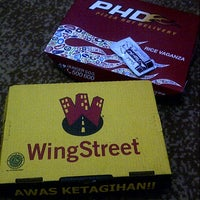 Photo taken at PHD (Pizza Hut Delivery) by Dinda S. on 5/10/2013