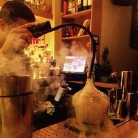 5/14/2017 tarihinde Reeve Y.ziyaretçi tarafından Bloody Mary Cocktail Lounge'de çekilen fotoğraf