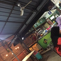 Photo taken at Murtabak Mengkasar by Syafiqa S. on 11/26/2016