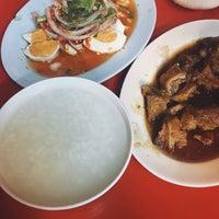Photo taken at ข้าวต้มแปลงนาม 24 น. by NOEYPE♡ on 11/8/2016