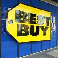 Foto tomada en Best Buy por Gustavo R. el 2/3/2013