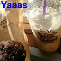 Photo taken at The Coffee Bean & Tea Leaf by Shayna on 9/30/2015