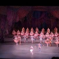Foto tomada en New York City Ballet por Shayna el 5/27/2016