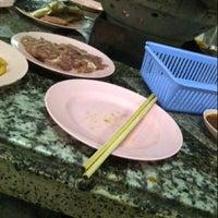 Photo taken at เฉินหลงกุ้งย่าง by 善 妙 G. on 12/22/2012