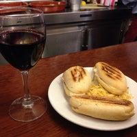 Foto tomada en Restaurante Bar León por Erina el 1/3/2014