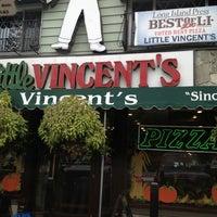 รูปภาพถ่ายที่ Little Vincent's Pizza โดย Chris F. เมื่อ 10/8/2012