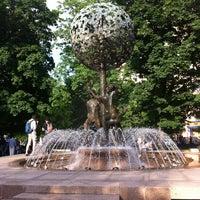 Снимок сделан в Фонтан-памятник «Адам и Ева под Райским деревом» пользователем Marina B. 6/6/2013