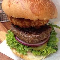 Das Foto wurde bei BurgerArt von Maruan K. am 6/2/2015 aufgenommen