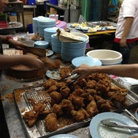 Photo taken at Warung Nasi Lemak Wak Kentut by Bondavic on 4/20/2013