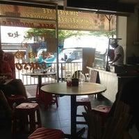 12/18/2012 tarihinde Lynn T.ziyaretçi tarafından Shin Kee Beef Noodles'de çekilen fotoğraf