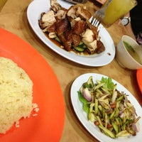 Photo taken at Nasi Ayam Hainan Chee Meng by Khairunnisa I. on 3/14/2013