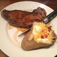Photo taken at LongHorn Steakhouse by Kinoch E. on 7/21/2013