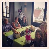 Photo taken at Brasserie Oud Gemeentehuis by Leo G. on 8/15/2014
