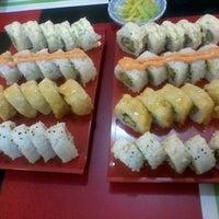 Foto tomada en Kaori Sushi Bar por Cori W. el 7/28/2013