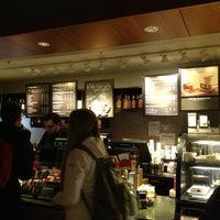 Снимок сделан в Starbucks пользователем Jackie B. 2/6/2013