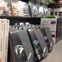 Photo taken at GameStop by Lili.th L. on 11/6/2012