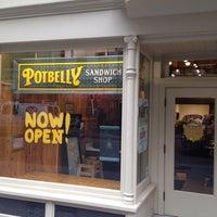 Foto tirada no(a) Potbelly Sandwich Shop por Timothy A. em 11/22/2013