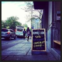 Das Foto wurde bei Café Humble Lion von Alexandre G. am 5/15/2013 aufgenommen