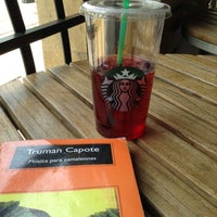 Foto tomada en Starbucks por Alex V. el 5/1/2013