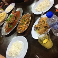 Photo taken at Haji Sharin Low Seafood Restaurant by Nisa A. on 3/16/2016