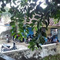 Photo taken at Kolam Renang Cicapar by Abdurohim B. on 11/3/2013