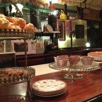 2/4/2013 tarihinde Canan P.ziyaretçi tarafından Café des Cafés'de çekilen fotoğraf