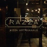 Foto tirada no(a) Razza Pizza Artiginale por Costa E. em 10/22/2013