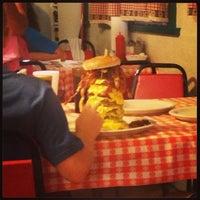 Foto tirada no(a) Mel's Country Cafe por Brian M. em 8/25/2013