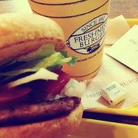 Photo taken at Freshness Burger by うちだ on 1/27/2013