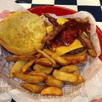 Photo taken at Fuddruckers by Andrew Y. on 2/10/2013