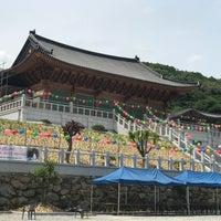 Photo taken at 정토사 (淨土寺) by 현숙 인. on 5/21/2018