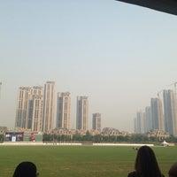 10/5/2013 tarihinde Anastasia M.ziyaretçi tarafından 天津环亚国际马球会 • Tianjin Goldin Metropolitan Polo Club'de çekilen fotoğraf