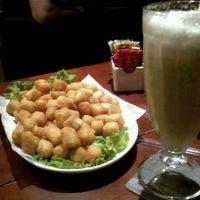 Photo taken at Varanda Pizza Bar by Aninha C. on 5/5/2013