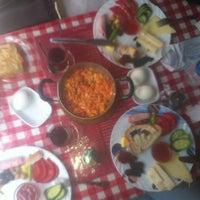 6/21/2013 tarihinde Aysun Ç.ziyaretçi tarafından Café Faruk'de çekilen fotoğraf