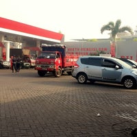 Photo taken at Car Wash Pom Bensin by Agung B. on 6/6/2014