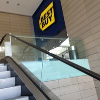 Photo taken at Best Buy by Jorge F. on 2/13/2013