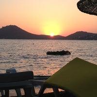 8/7/2013 tarihinde Mustafa B.ziyaretçi tarafından Pina Lounge Cafe & Beach'de çekilen fotoğraf