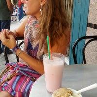 Foto tomada en Heladería Livorno por Carlos V. el 9/16/2012
