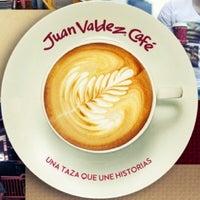 Foto tomada en Juan Valdez Café por KEPRC el 9/20/2013