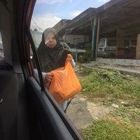 Photo taken at Perusahaan Otak-otak Kempas Sdn Bhd by Halimi E. on 6/11/2017
