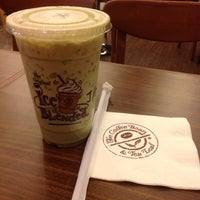 Photo taken at The Coffee Bean & Tea Leaf by Porn P. on 12/15/2013