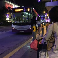 Photo taken at Bus Stop 09212 (Royal Plaza on Scotts) by Jit Ming on 12/11/2015