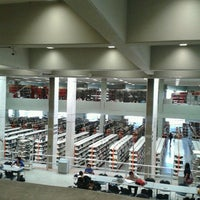 Photo taken at Biblioteca FES Acatlán by Ling-su R. on 2/11/2013