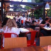 7/20/2013 tarihinde Kıvanç Ozan A.ziyaretçi tarafından Beyaz Fırın & Brasserie'de çekilen fotoğraf