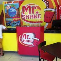 Photo taken at Mr. Shake Campo Belo by Izabella S. on 1/10/2014