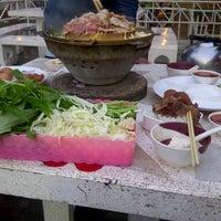 Photo taken at ล้าน 8 หมูกระทะ-ส้มตำ by Mizzy LoN3ly . on 3/8/2013