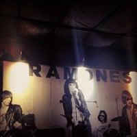 Photo taken at Old School Rock Bar by Nei Eduardo C. on 4/20/2013
