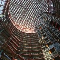 4/19/2018 tarihinde Daniel A.ziyaretçi tarafından The Atrium at the Thompson Center'de çekilen fotoğraf