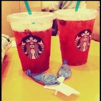 Das Foto wurde bei Starbucks von Merve Cansu V. am 7/28/2013 aufgenommen